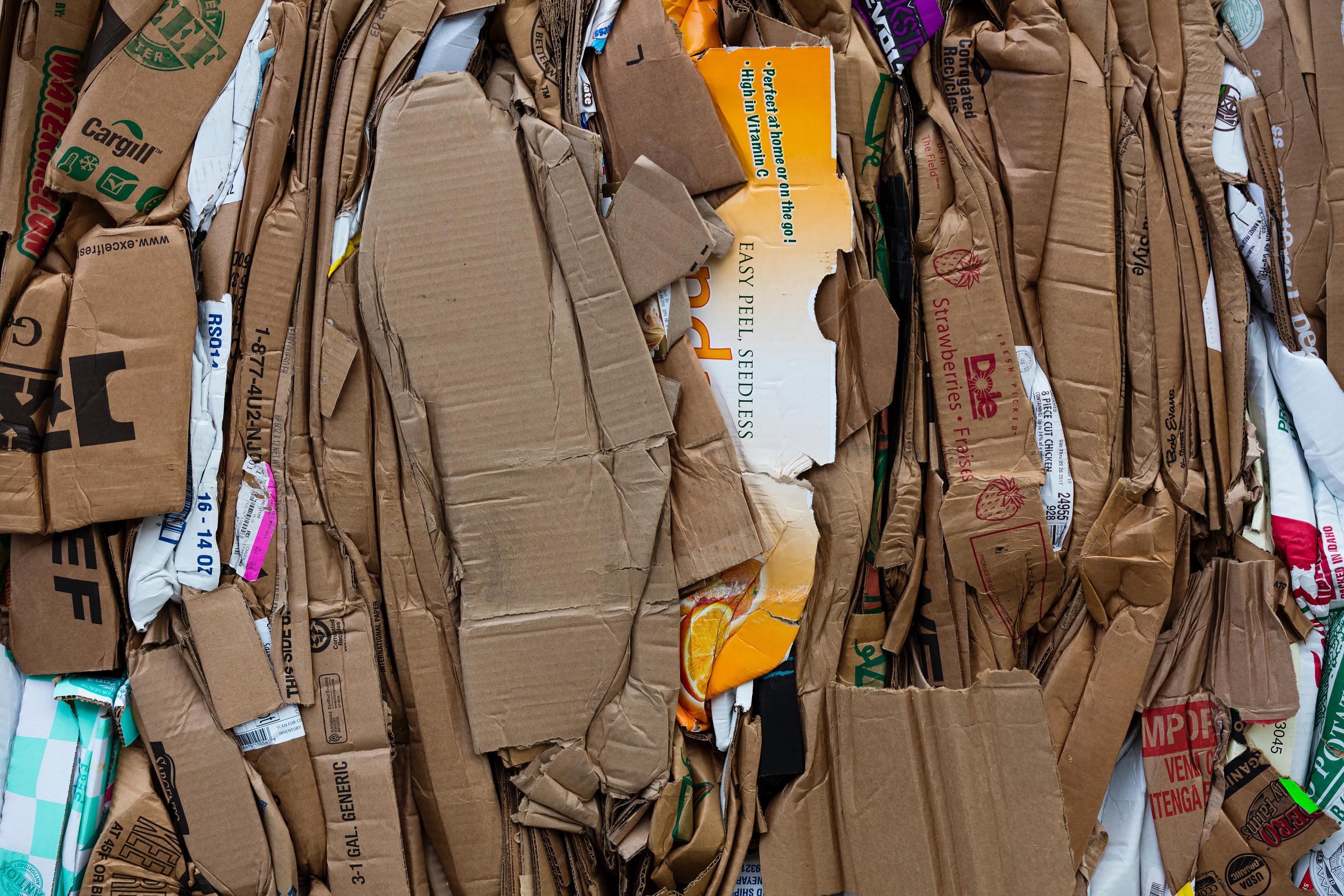 Hoeveel kilo papier kan er in een container?